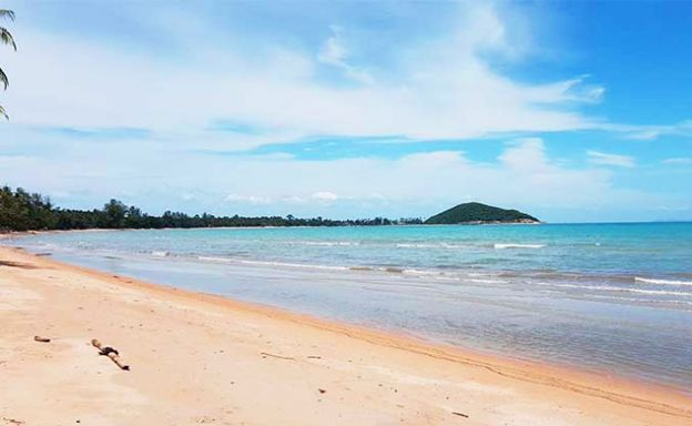 Stunning Beachfront Land Plot for Sale on Lipa Noi Bay