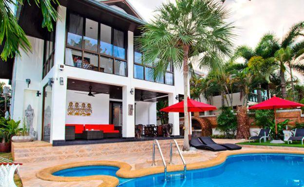 Hot Priced Beautiful 4 Bedroom Pool Villa in Bangrak