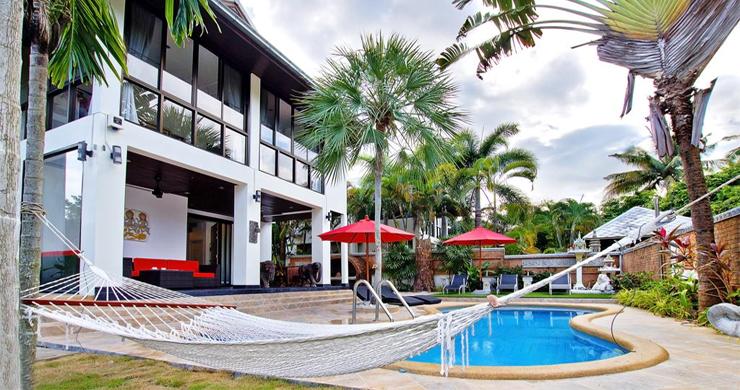 Hot Priced Beautiful 4 Bedroom Pool Villa in Bangrak-12