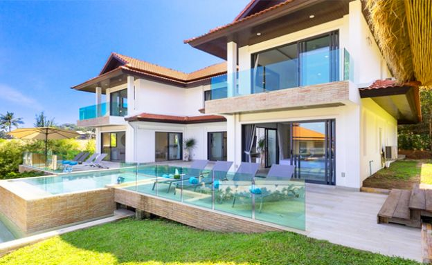 Exquisite 4 Bed Sea view Beach Villa on Tongson Bay