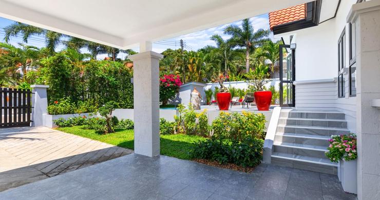 Hot Priced 4 Bed Modern Pool Villa in Bophut Hillside-9