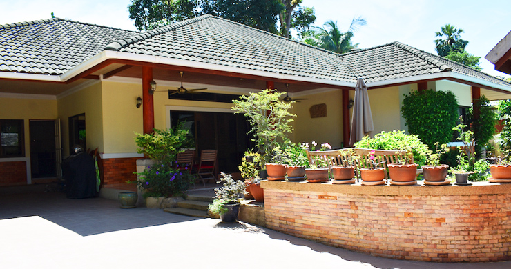 Charming 3 Bed Tropical Pool Villa for Sale in Lipa Noi-14
