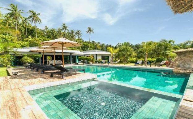 Modern 4 Bed Luxury Villa with Huge Garden in Maenam