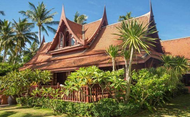 Striking 4 Bedroom Beachfront Villa in Taling Ngam