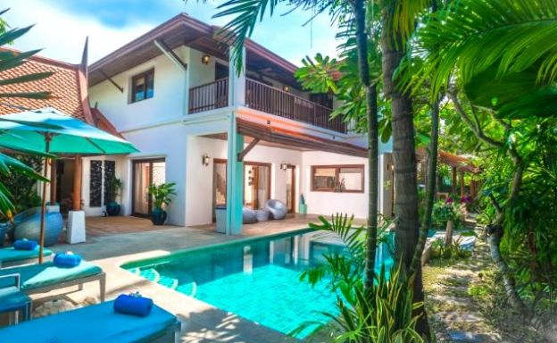 Traditional 3 Bed Beachside Pool Villas in Hua Thanon