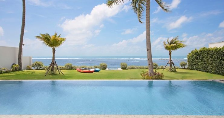 Stunning 4 Bedroom Beachfront Retreat in Laem Sor-13