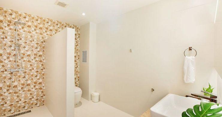 Stunning 4 Bedroom Beachfront Retreat in Laem Sor-16