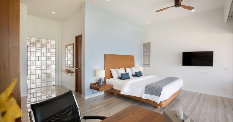 Stunning 4 Bedroom Beachfront Retreat in Laem Sor-10