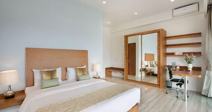 Stunning 4 Bedroom Beachfront Retreat in Laem Sor-11