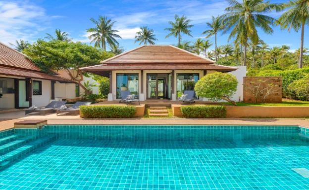 Beachside 4 Bed Tropical Garden Villa in Bangrak