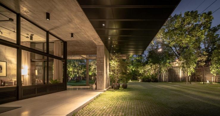 Luxury 4 Bedroom Loft Residence in Bangkok-14