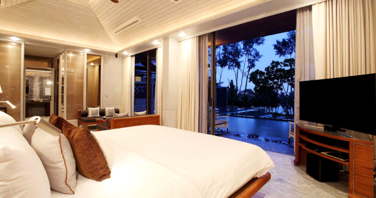 Super Luxury 5 Bed Beachfront Pool Villa in Phuket-11