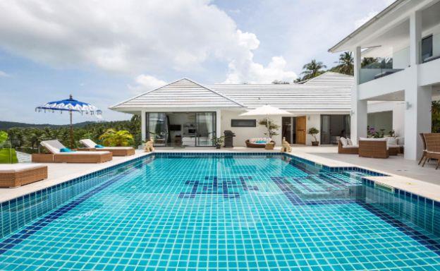 Sleek Modern 5 Bed Luxury Sea-view Villa in Maenam