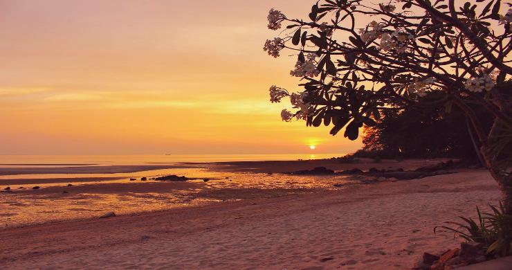 Charming 3 Bed Tropical Beachfront Villa in Laem Yai-19