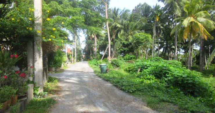 Charming Resort Close to Beautiful Maenam Beach-10