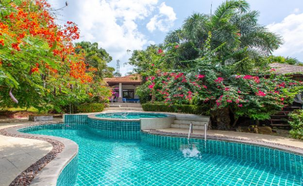 Tropical 3 Bed Villa with Large Garden in Plai Laem
