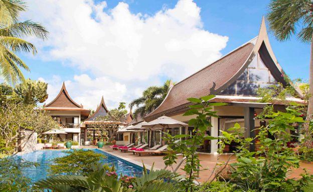 Magnificent Beachfront 5-Bed Villa on Lipa Noi Bay
