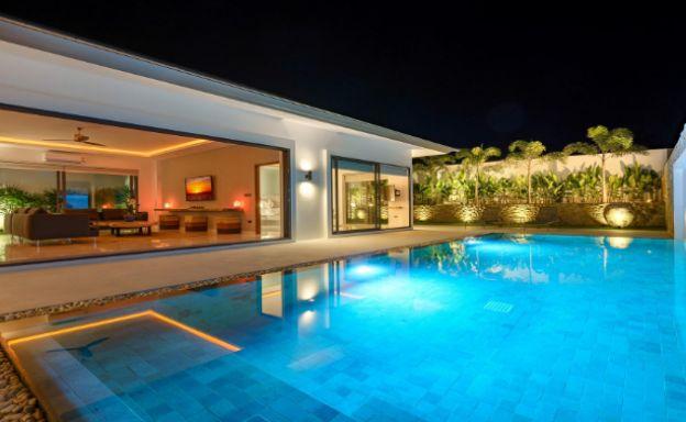Balinese 3 Bed Large Garden Pool Villa in Maenam