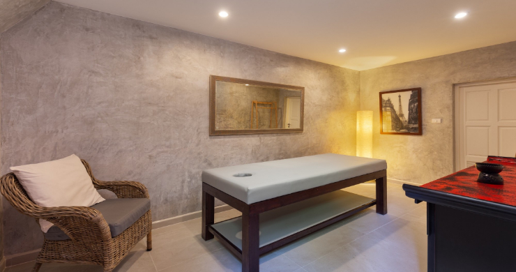 Oceanfront 5 Bedroom Luxury Villa for Sale in Phuket-17