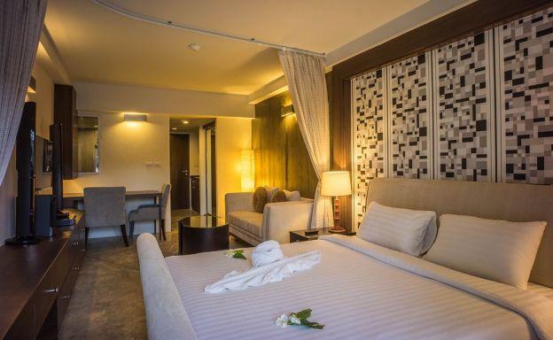 Stylish Replay Freehold Condo by Bangrak Beach
