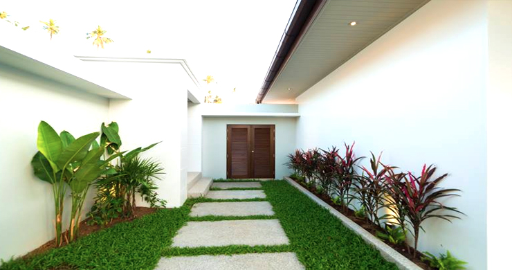 Luxury 3 Bedroom Bali Design Pool Villa in Maenam-7