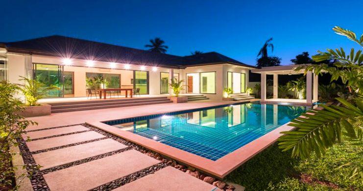 Luxury 3 Bedroom Bali Design Pool Villa in Maenam-15