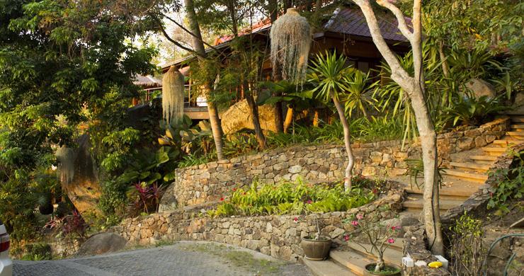 Beautiful 3 Bedroom Waterfall Luxury Villa in Laem Set-12