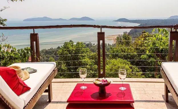 Beautiful 3 Bedroom Waterfall Luxury Villa in Laem Set
