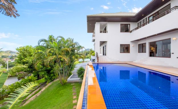 Spacious 4 Bed Luxury Sea View Villa in Choeng Mon